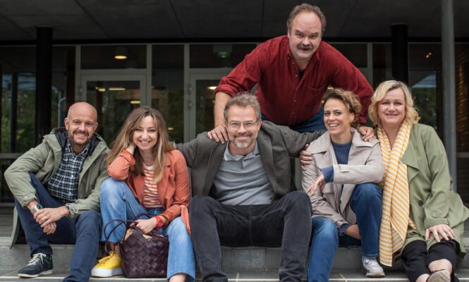 <strong>STJERNELAG:</strong> Hallgren er for tiden aktuell i «Aldri voksen», hvor han spiller mot en rekke kjente norske skuespillere. Foto: TV Norge