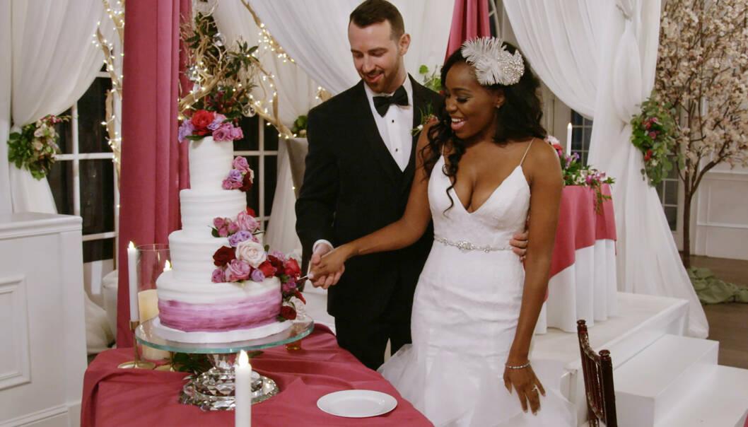 LYKKELIG GIFT: Ett og et halvt år etter at de forlovet seg - uten å ha sett hverandre i virkeligheten - er Lauren Speed og Cameron Hamilton fortsatt gift. Foto: Netflix / AP