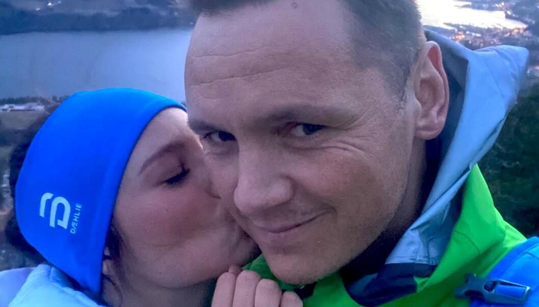 FORLOVET: Joakim Hykkerud og hans kjæreste gjennom to år er forlovet. Foto: Privat