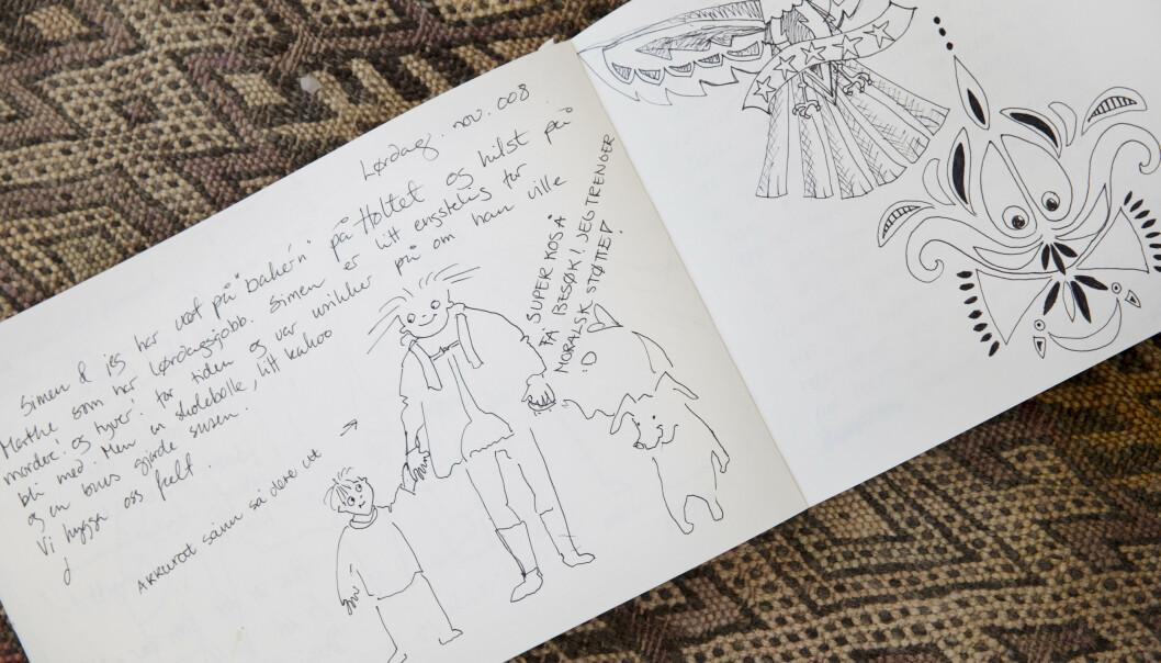 TEGNINGER: Dorthe Skappels døtre skrev om forelskelser og frustrasjoner i familiedagboka. Den ble også flittig brukt til tegninger. Foto: Yvonne Wilhelmsen