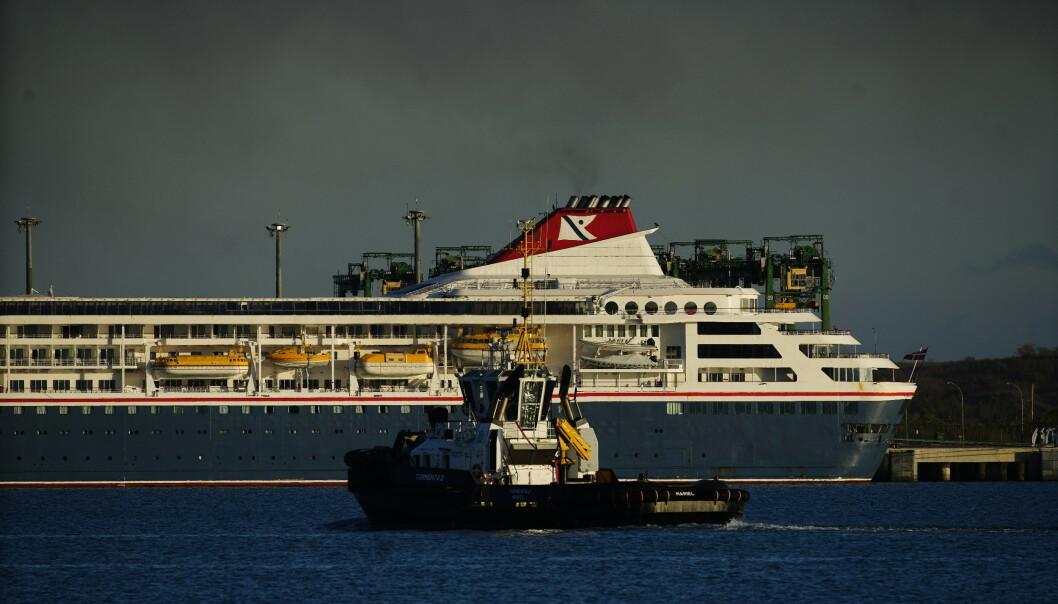 En død av coronavirus på norskeid cruiseskip