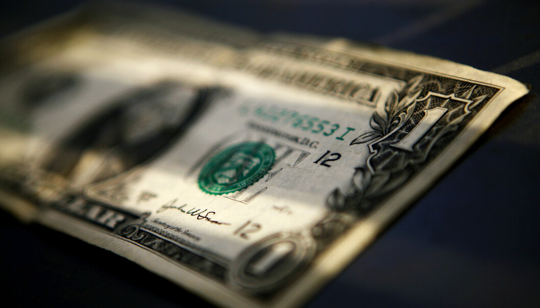 <strong>SVINDYR:</strong> En dollar kostet torsdag morgen 11,90. Det er over en hel kroner mer enn onsdag morgen. Foto: Mark Blinch / Reuters / NTB scanpix