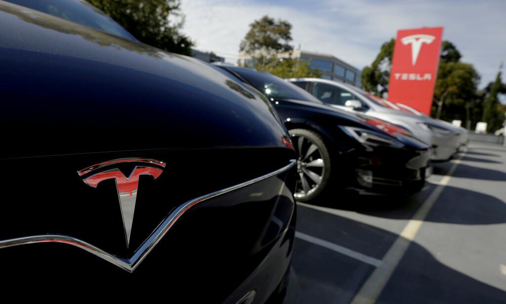 SALGET STOPPER OPP: Tesla generelt (-91%) og Model 3 spesielt (-94%) har opplevd noen tunge måneder i 2020. Foto: REUTERS/Jason Reed/File Photo