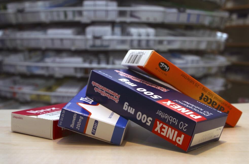 ENORM PÅGANG: Apotekene har de siste ukene opplevd en enorm pågang fra kunder som kjøper Paracet og Ibux. Statens legemiddelverk anbefaler at man først og fremst bruker smertestillende medisiner med virkemiddelet paracetamol. Foto: NTB Scanpix