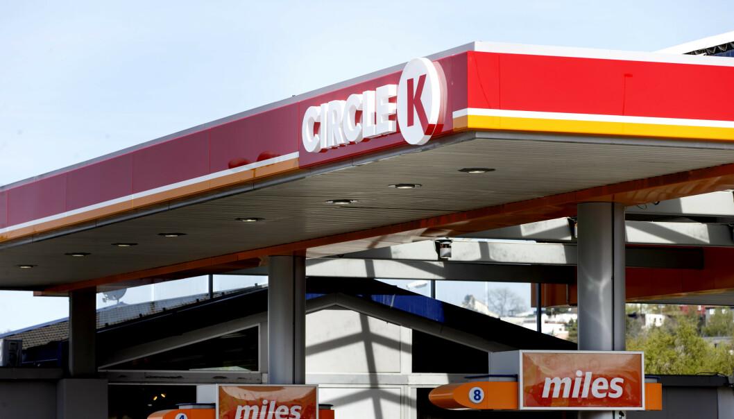 <strong>BENSINPRISER:</strong> Prisen på bensin og diesel har falt henholdsvis 110 og 99 øre literen de siste ukene. Foto: Gorm Kallestad / NTB scanpix
