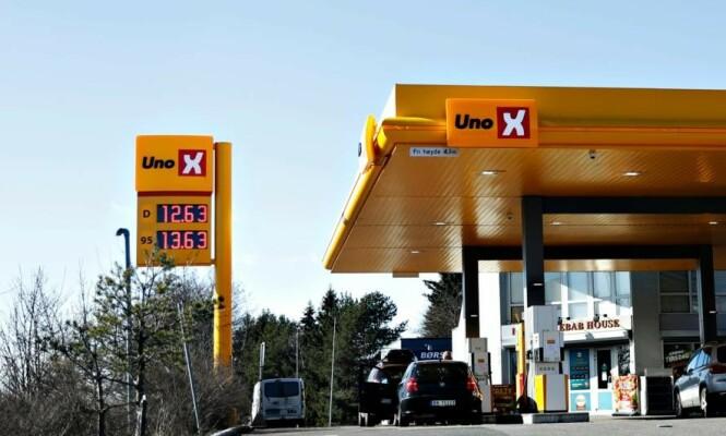 <strong>BILLIG:</strong> På denne UnoX-stasjonen i Oslo, var prisene på diesel og bensin lavere enn de har vært på lang tid, torsdag. Foto: Christian Roth Christensen