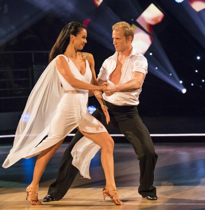 <strong>MANGE JERN I ILDEN:</strong> Erik Follestad har vært å se i flere tv-programmer, som her i «Skal vi danse» i 2017, sammen med Lillian Aasebø. Foto: Tor Lindseth/ Se og Hør