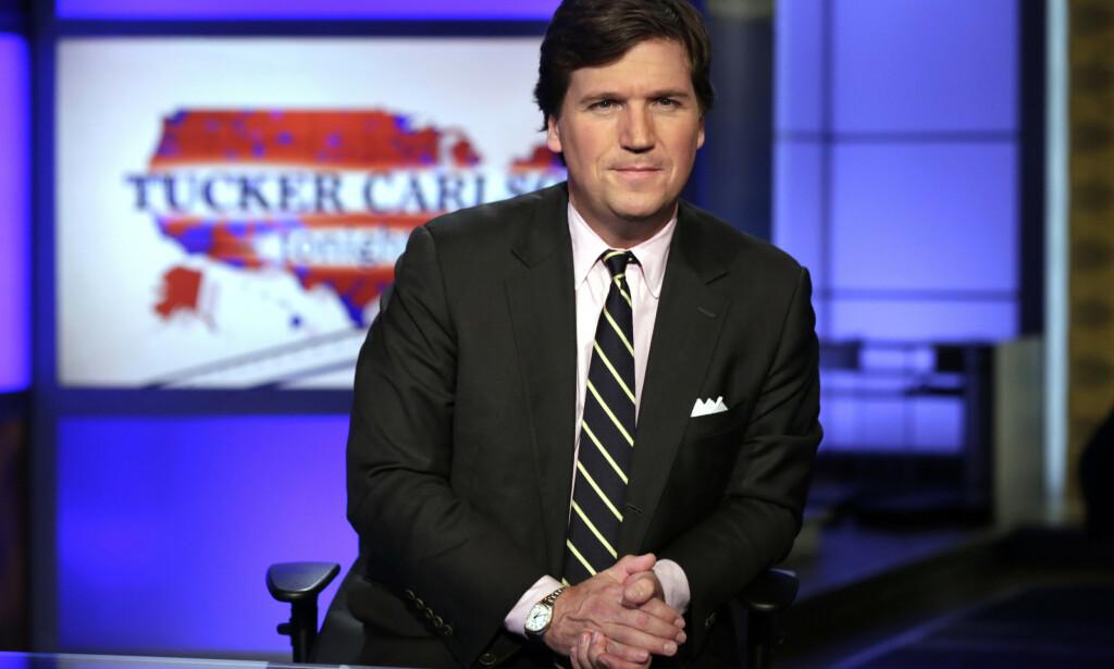 ADVARER: Den profilerte Fox News-profilen og Trump-tilhengeren, Tucker Carlson, mener Trump er på vei mot nederlag i valget. Foto: AP Photo/Richard Drew, File