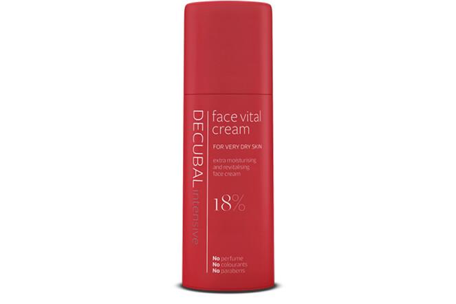 ANSIKTSKREM: Decubal face vital cream er utviklet for tørr hud med spesielt behov for næring og gjenoppbygging. Den er både Intensivt pleiende og fuktighetsgivende for huden i ansiktet og kan brukes dag og natt.
