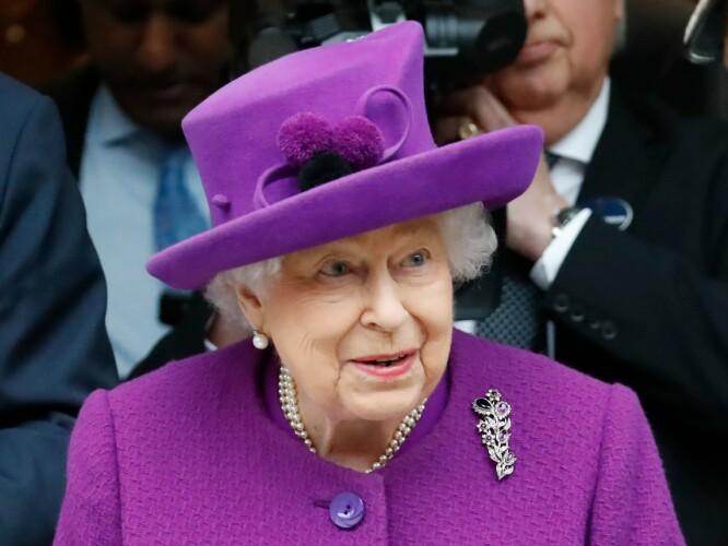 TAKKNEMLIG: Dronning Elizabeth benyttet anledningen til å hylle innsatsen til forskere, helsepersonell og nødetatene i gårsdagens pressemelding. Foto: NTB Scanpix