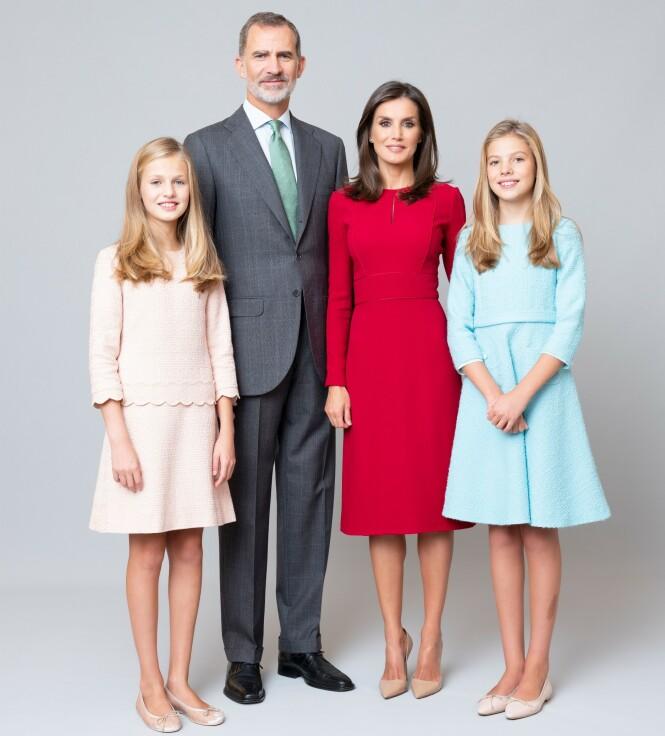 GODT LIKT: Kong Felipe, dronning Letizia og deres døtre prinsesse Leanor (t.v.) og prinsesse Sofia (t.h.) er godt likt av den spanske befolkningen. Foto: NTB scanpix