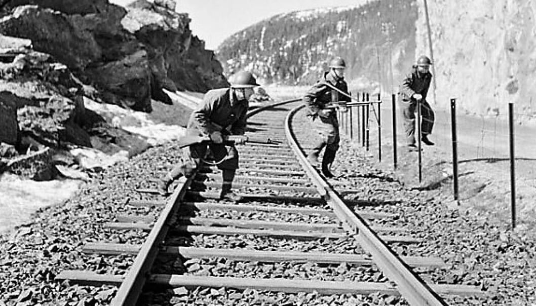 FREMMEDLEGIONÆRER rykker fram langs malmbanen utenfor Narvik. Foto: Knut Flovik Thoresens bok