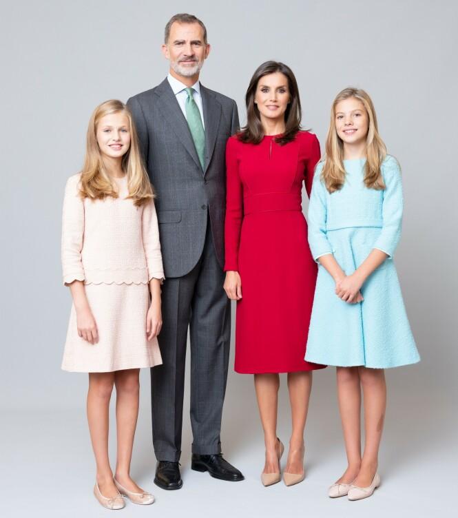 <strong>GODT LIKT:</strong> Kong Felipe, dronning Letizia og deres døtre prinsesse Leanor (t.v.) og prinsesse Sofia (t.h.) er godt likt av den spanske befolkningen. Foto: NTB scanpix