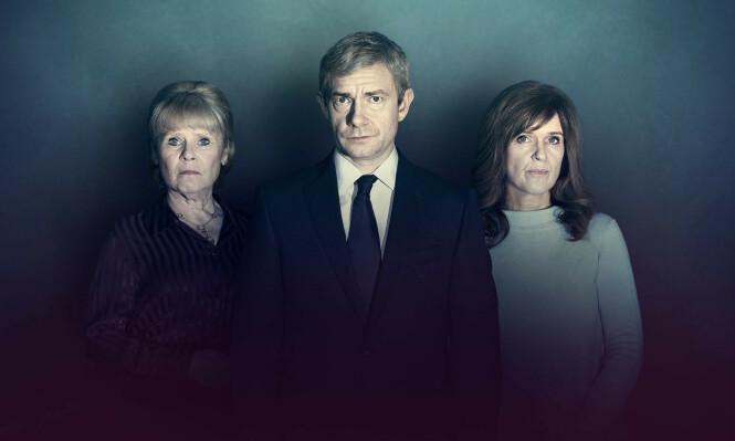 <strong>TILSTÅELSEN:</strong> Martin Freeman spiller politietterforsker Stephen Fulcher, som forsøker å finne ut hva som har skjedd med to forsvunnede jenter. Mødrene spilles av Imelda Staunton (venstre) og Siobhan Finneran. FOTO: NRK