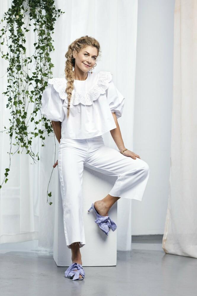 – Kanskje det er på tide at jeg kommer meg på fest og er litt mer rampete? spør Cecilie. Bluse og bukse fra Zara, armbånd fra Maria Black og Hasla og sandaler fra Ganni. FOTO: Truls Qvale