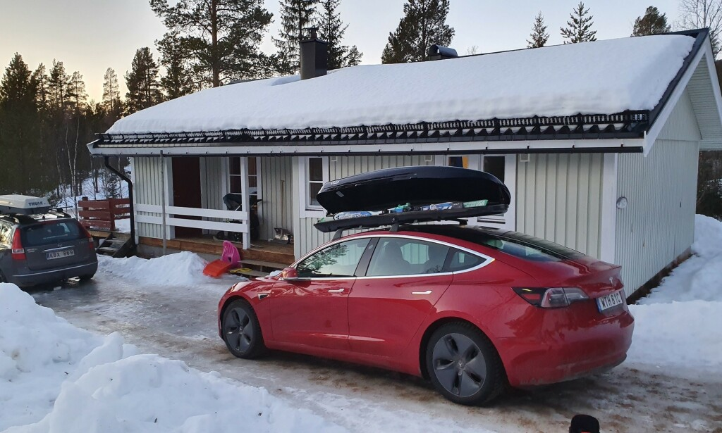 BAK-FREM: Her har Peter Fritzson snudd takboksen på sin Tesla Model 3. Det ga oppsiktsvekkende resultater. Foto: Peter Fritzson.