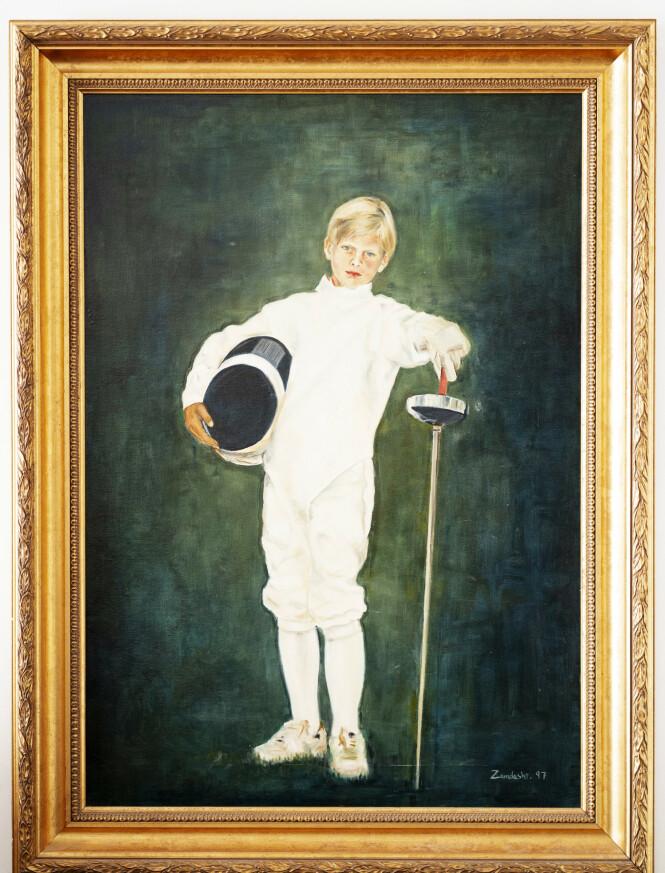 <strong>GAMLE MINNER:</strong> I barndommen ble Rødt-politikeren flau av bildet moren hadde av ham på veggen hjemme – iført fullt fekteutstyr. Foto: Espen Solli/ Se og Hør