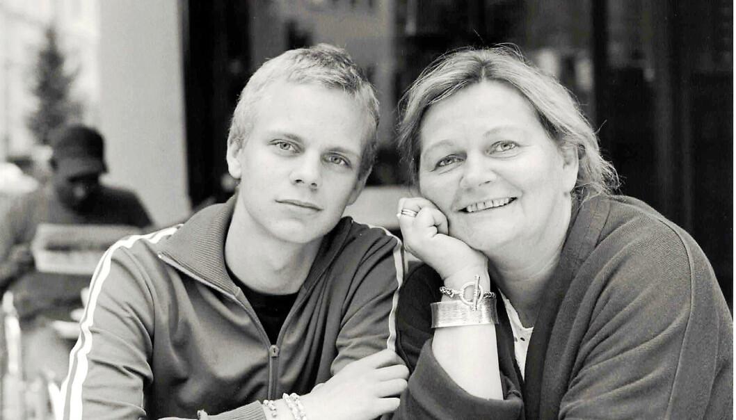 <strong>STERKE SAMMEN:</strong> – «Mammaen min har mange krefter», pleide jeg å si da jeg var liten, forteller Mímir. Her med mamma i tenårene. Foto: Privat