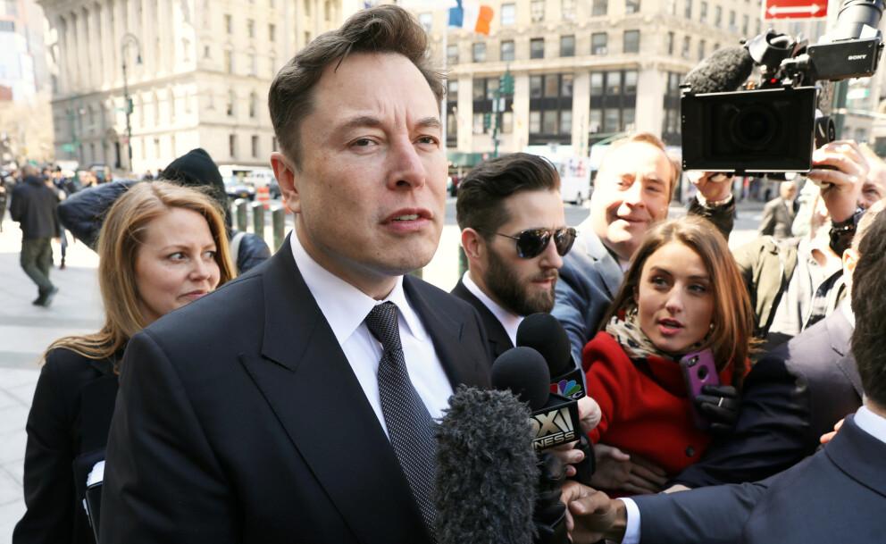 I SENTRUM: Elon Musk er sjelden sen med å tilby seg å hjelpe. Foto: Reuters/Brendan McDermid