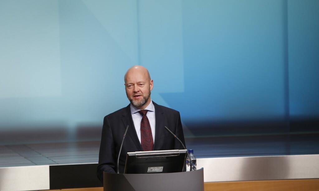 STORE TAP: Oljefond-sjef Yngve Slyngstad meldte under pressekonferansen torsdag om store tap for Oljefondet. Foto: Ole Berg-Rusten / NTB scanpix