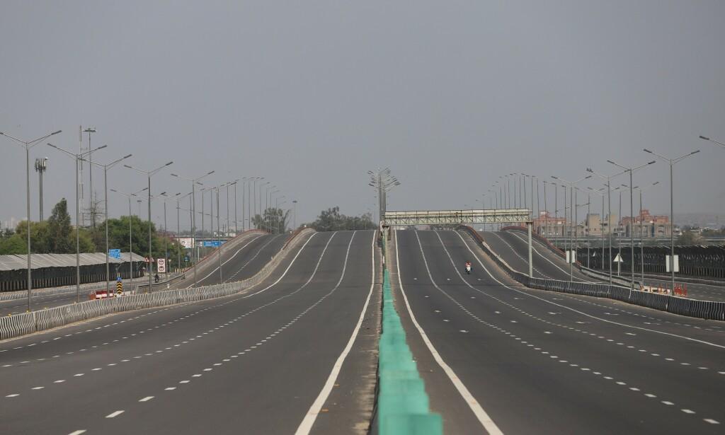 PORTFORBUD: Veiene i India er nærmest tomme etter at coronaviruset førte til strenge tiltak. Foto: NTB scanpix