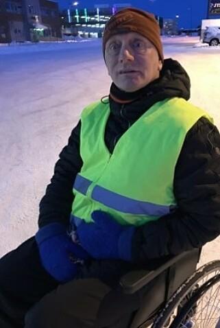 I RULLESTOL: Leif Arvid Ernstsen fra Alta er i dag pleietrengende 24 timer i døgnet. Foto: Privat