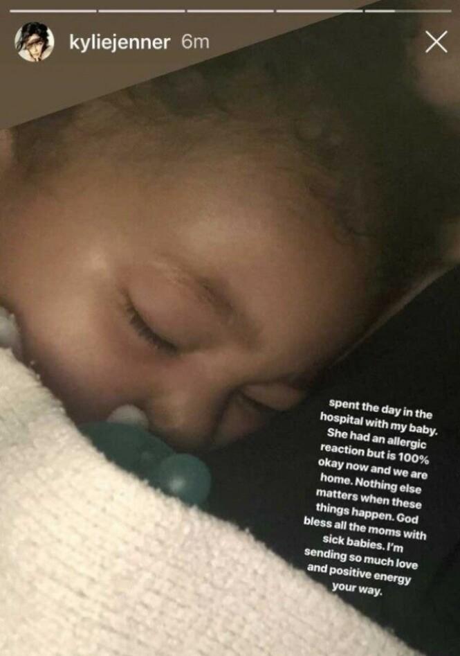 <strong>INNLAGT:</strong> Lille Stormi ble innlagt i hui og hast på grunn av en allergisk reaksjon. Foto: Kylie Jenner / Instagram