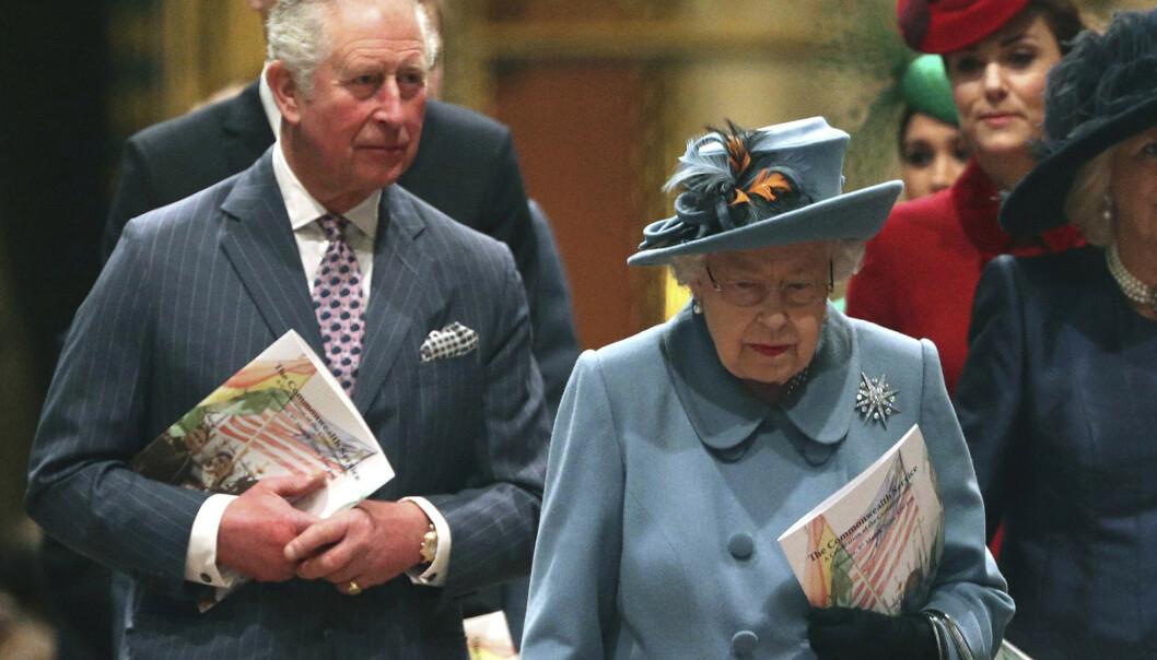 <strong>SMITTET:</strong> Prins Charles er smittet av coronaviruset, men skal være ved god helse. Her avbildet med dronning Elizabeth, hertuginne Camilla, hertuginne Kate, prins William, prins Harry og hertuginne Meghan for to uker siden. Foto: NTB scanpix