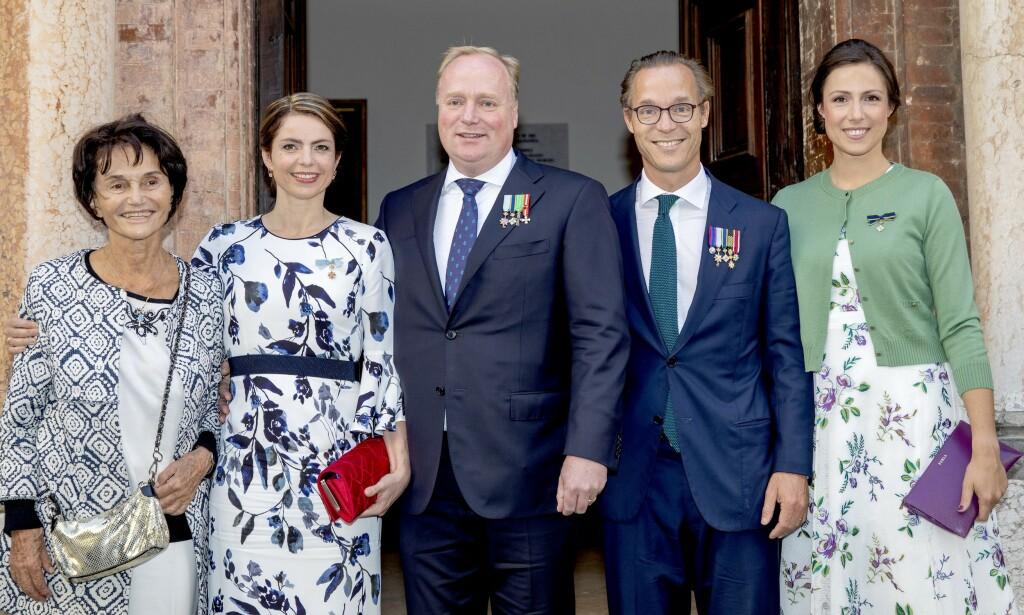 DØD: Prinsesse Maria Teresa de Bourbon Parma (t.v) har blitt coronavirusets første kongelige offer. Her er hun fotografert i 2018, sammen med flere slektninger. Foto: NTB scanpix