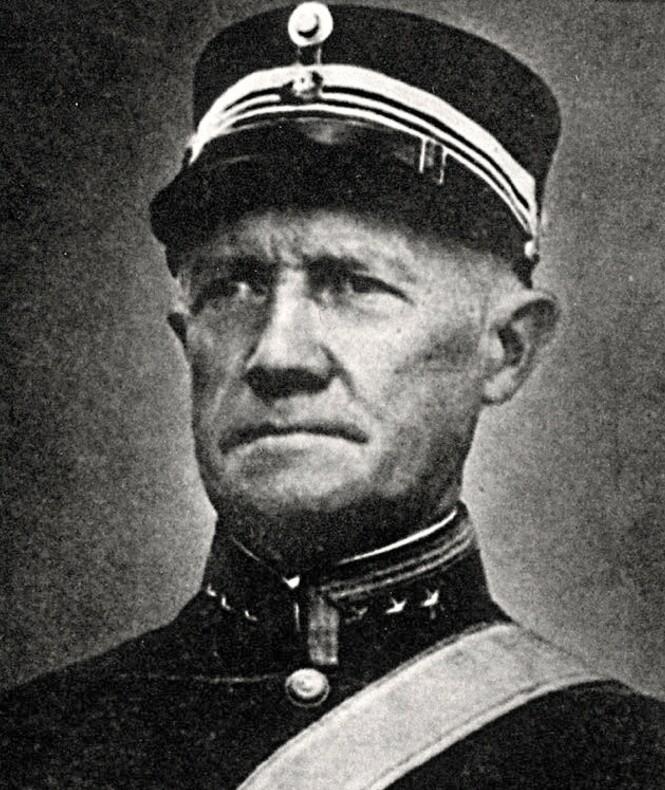 TOK SAKEN I EGNE HENDER: Oberst Birger Eriksen, kommandant ved Oscarsborg festning ved Drøbak, beordret skyting av de ukjente krigsskipene i morgentimene 9. april 1940. FOTO: Ukjent / NTB scanpix