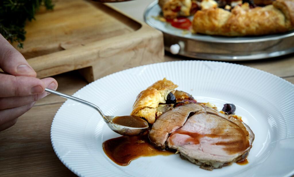 PÅSKEMIDDAG: Alfsen serverer lammelåret med en fransk grønnsaksterte og en herlig sjysaus med rødvin.