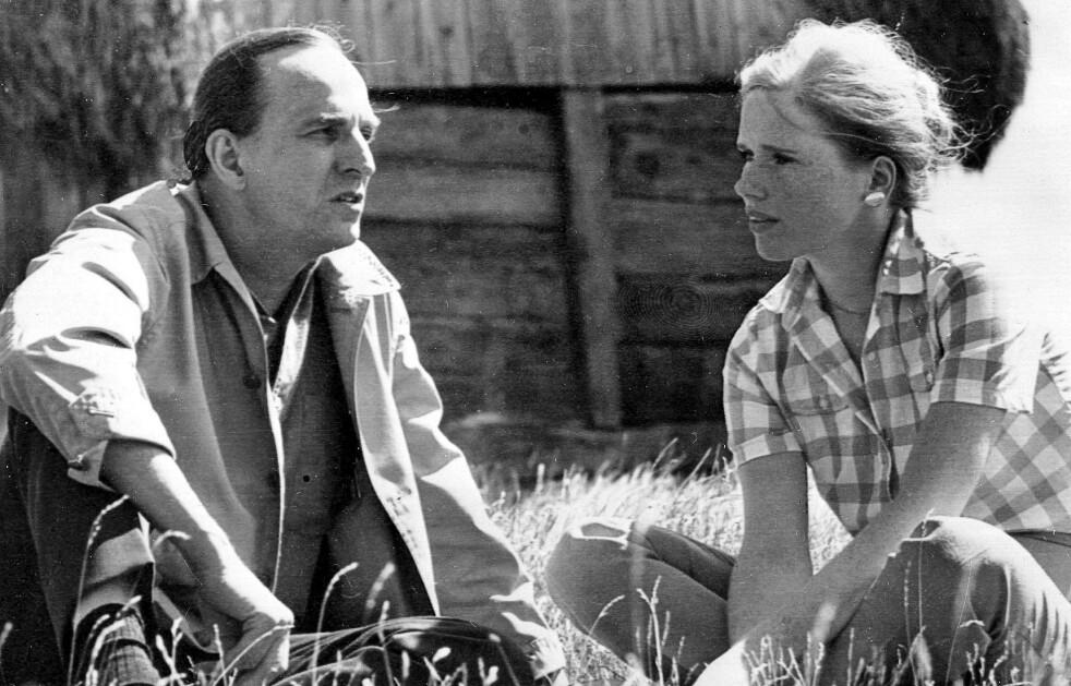 Ingmar Bergman fotografert i 1968 sammen med Liv Ullmann. Bergman døde 30. juli 2007 i en alder av 89. Kjæresten Karin Lannbys fortid som spion er først blitt kjent de siste årene. Foto: AFP/PRESSENSBILD/NTB Scanpix