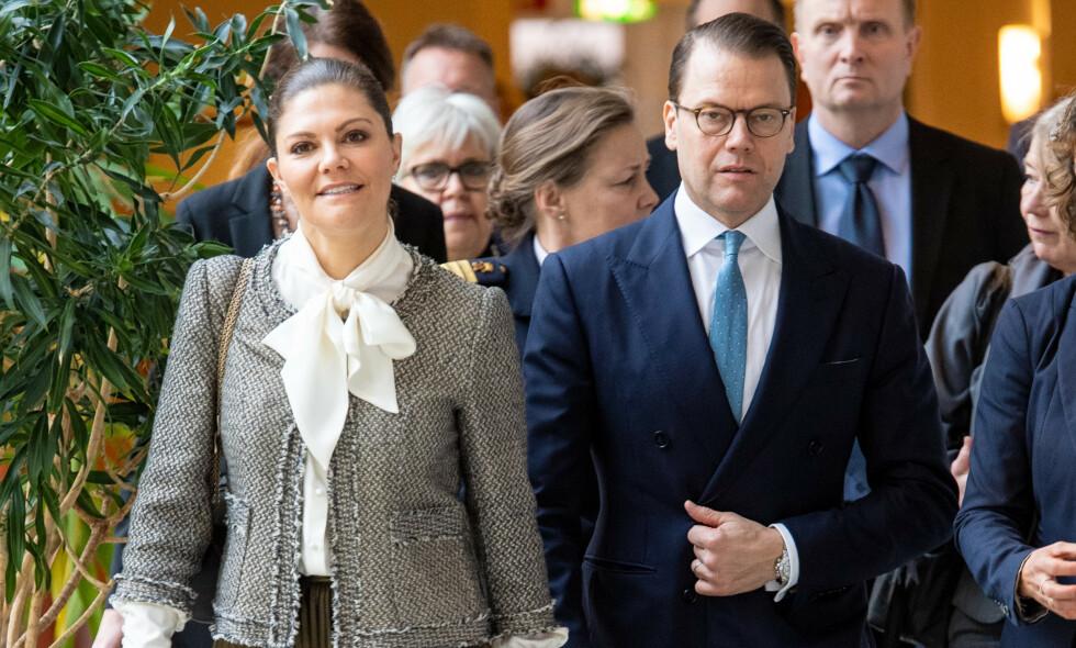 ENDRER PLANENE: Det svenske hoffet gjør endringer i kronprinsesse Victoria og prins Daniels planer etter massiv kritikk. Foto: Splash News/ NTB scanpix