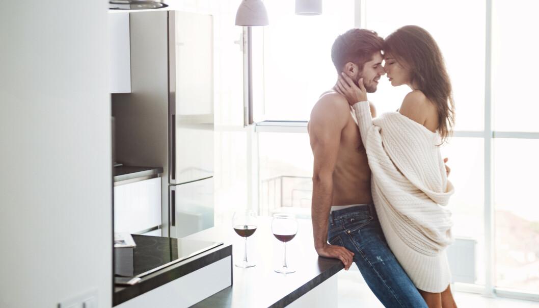 FLYTT FOKUS: Hvis mannen blir for opphisset og tent, kan det hjelpe å ta fokus bort fra seg selv og fokusere på partneren. FOTO: NTB Scanpix