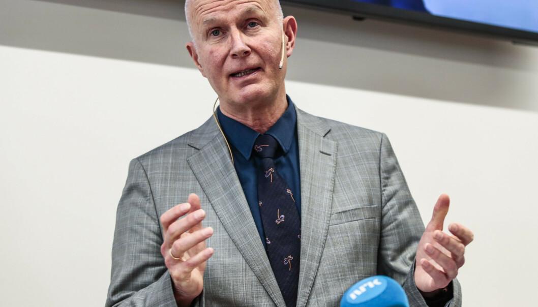 Fagdirektør i Folkehelseinstituttet Frode Forland sier at de venter en stigning i antall innlagte og antall døde i ukene framover. Foto: Terje Pedersen / NTB scanpix.