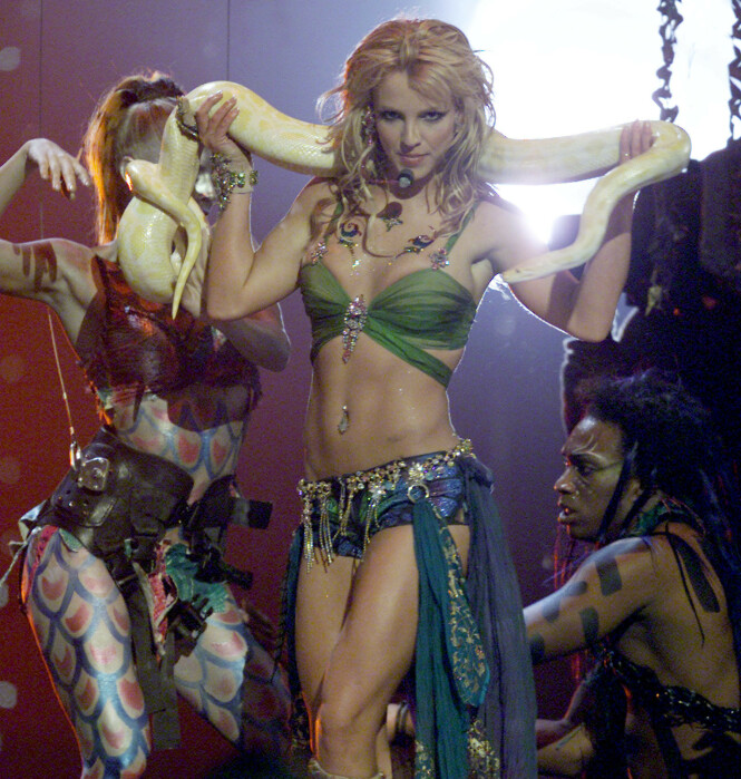 IKONISK: Showet til Britney Spears under MTV Video Music Awards i 2001 har fått sin egen plass i den popkulturelle historien. Foto: Reuters/ NTB scanpix