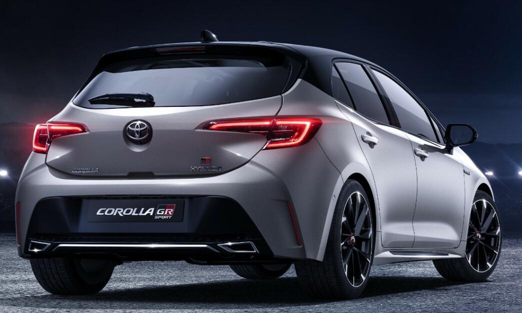 <strong>GTI KILLER:</strong> Bilen på bildene er dagens GR Sport. Vi vil trolig får annen utforming av støtfangeren bak, med blant annet mer markert eksos. Felgene kommer definitivt til å få en åpnere design og forvent større bremser og fargede calippere på innsiden. Takspoileren vil garantert bli større. Foto: Toyota