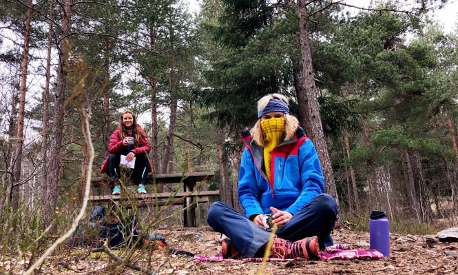 AVSTANDSINTERVJU: Elisa Røtterud insisterte på å gjøre intervjuet grytidlig om morgenen, langt inne i skogen - med god avstand! FOTO: Malini Gaare Bjørnstad