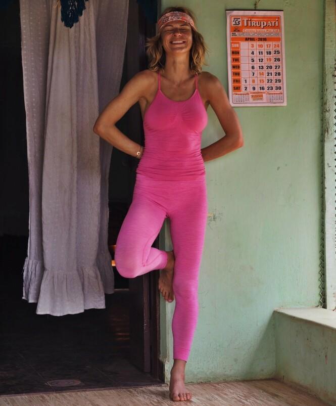 YOGAPUST: Elisa Røtterud har fått god bruk for yogapusten hun lærte seg i India, når hun har vært på ekspedisjonene i tynn luft. FOTO: @elisarotterud