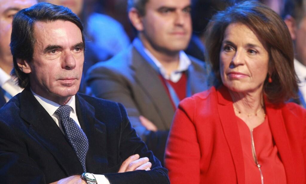 DRO PÅ «HYTTA»: Spanias tidligere statsminister José Maria Aznar og kona (tidligere ordfører i Madrid) Ana Botella, har begge fått krass kritikk for å ha flyktet til ferieboligen i forbindelse med coronautbruddet i Spania. Foto: Alberto Simon / REX / NTB Scanpix