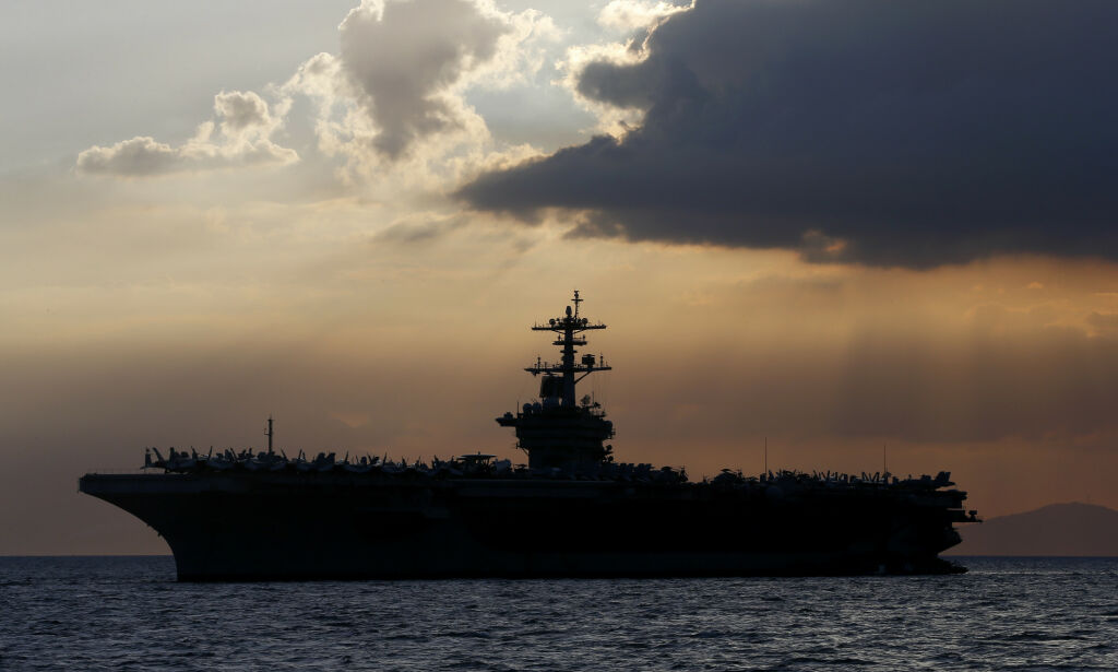 image: Hangarskipskaptein som varslet om coronautbrudd, fikk sparken