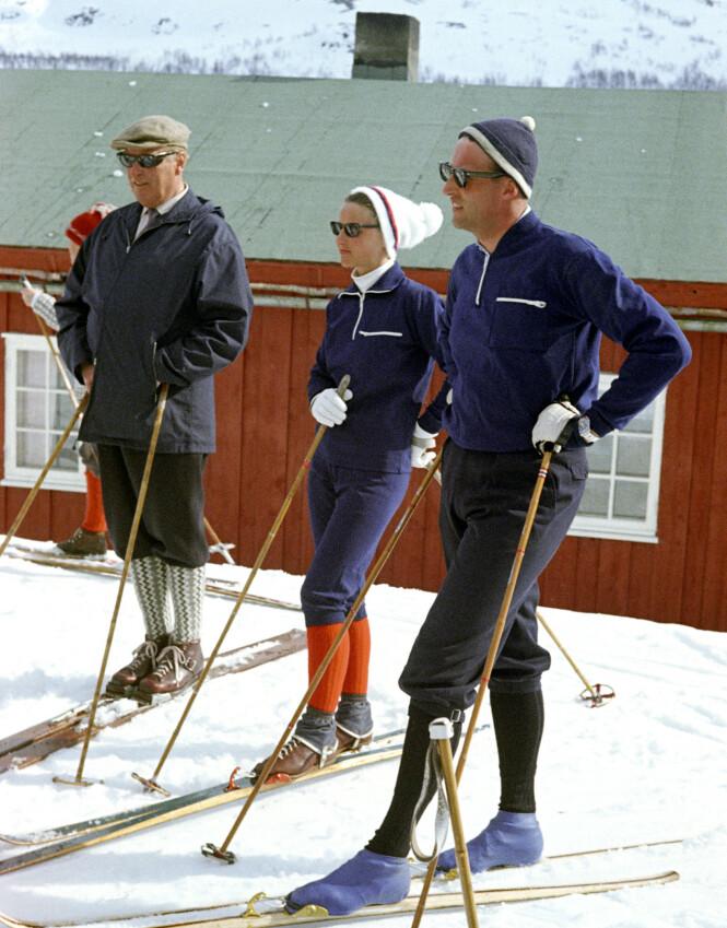<strong>TO GENERASJONER:</strong> Kong Olav med Sonja og Harald påsken 1968. Foto: NTB Scanpix