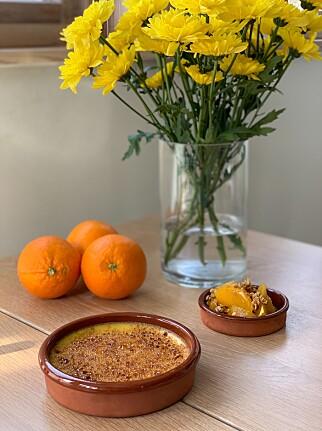 MED APPELSIN: Påskens karamellpudding får frisk smak av appelsin. Foto: Ole Martin Alfsen