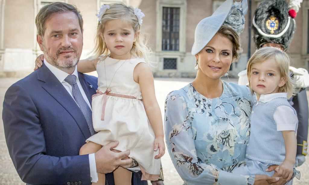 Prinsesse Madeleine holder følgerne sine oppdatert på livet sitt i USA gjennom sosiale medier. Der deler hun også flere bilder av sine barn, og nå forteller hun hvorfor. Her med ektemannen Chris O'Neill, dattera Leonore og sønnen Nicolas. Foto: NTB Scanpix