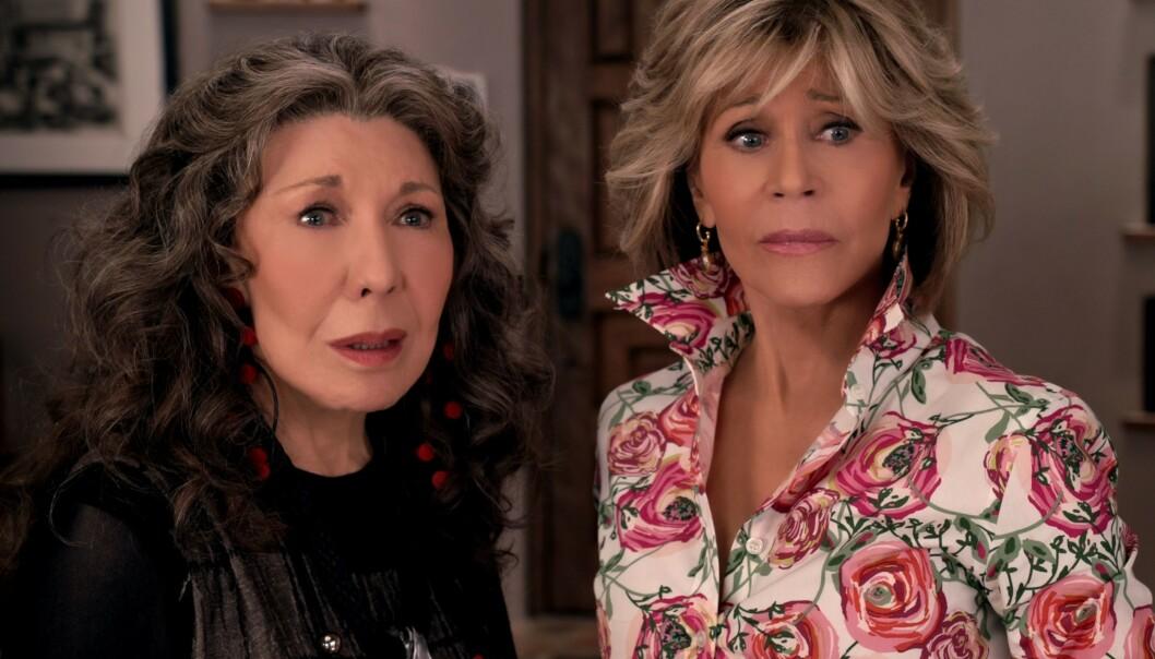 Lily Tomlin og Jane Fonda er Grace og Frankie, to godt voksne damer som finner nye gleder i livet. Foto: NTB/Scanpix