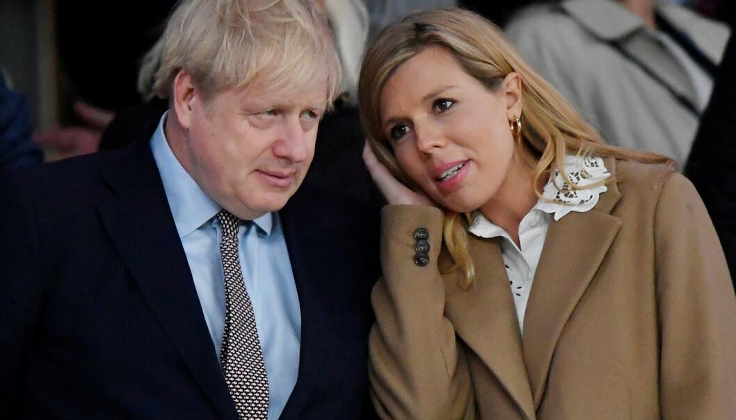 <strong>GRAVID:</strong> Boris Johnson og forloveden Carrie Symonds venter sitt første barn sammen. Den siste tiden har sistnevnte fått påvist coronasmitte mens Carrie ikke har testet seg. Foto: NTB Scanpix