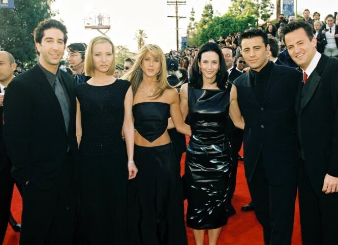 <strong>SUPERSTJERNER OVER NATTEN:</strong> David Schwimmer, Lisa Kudrow, Jennifer Aniston, Courteney Cox, Matt LeBlanc og Matthew Perry utgjorde de seks bestevennenne i «Friends». Her under SAG Awards i 1999. Foto: NTB Scanpix