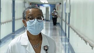 Cheryl Rolston, sjef for akuttmottaket, er bekymra for mangel på utstyr. Foto: CNN