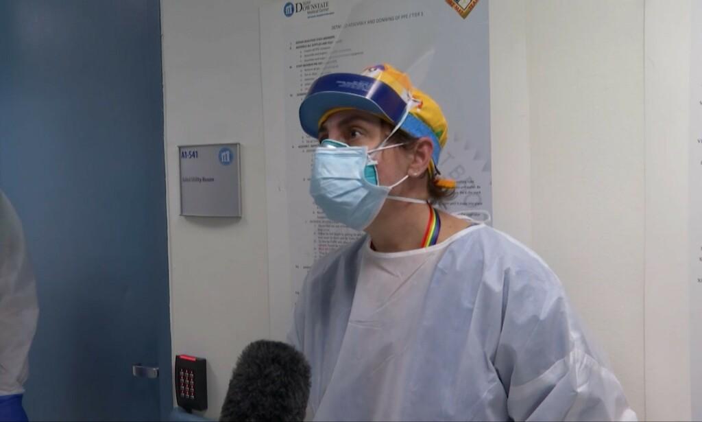 Dr. Cynthia Benson mener man som lege er forberedt på jobben, men at det er vanskelig å tolerere at det skjer så mange dødsfall på ett skift. Foto: CNN