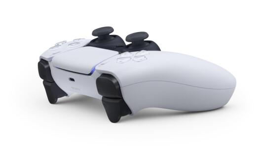 <strong>DUALSENSE:</strong> PS5-kontrollen har et mer avrundet design. Foto: Sony